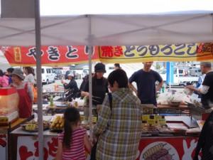 やきとり、焼きそば、フライドポテトなど食バザーも大人気でした。