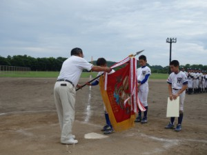 優勝旗の授与