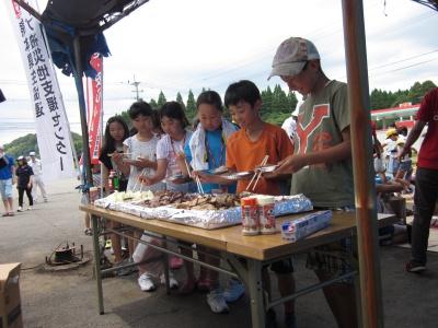 お昼にはおなかペコペコ。みんなたくさん食べていました