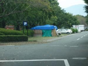 仮設住宅の建設は進んでいるが、一方でテント生活を余儀なくされる方もいる(9月撮影)