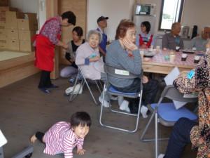 今回のこーぷ喫茶には1歳の赤ちゃんから95歳の方まで男性3名を含む15名が参加