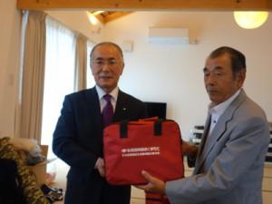 (左)吉永理事長(右)木山団地北地区自治会長 植村鎮男様