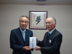 (左)渡邉代表取締役会長 (右)吉永理事長
