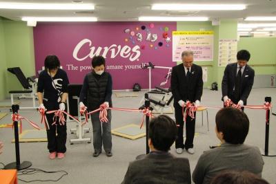 写真右よりヘルスラボ合同会社 日隈代表、生協くまもと吉永理事長、ご利用者様代表、畑野店長