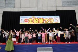 たくさんの子ども達もそがみまこさんのステージに参加
