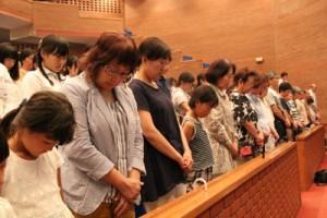 被爆者と熊本地震、九州北部豪雨で犠牲になられた方々に黙祷を捧げる