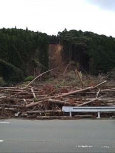 芦北地区にて土砂崩れの跡が残っていました