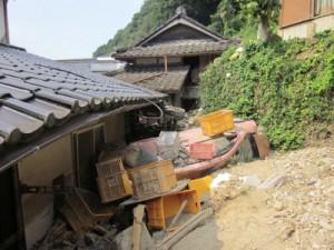 家の裏手は災害発生時から手つかずの状態